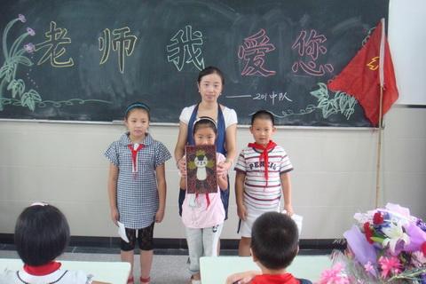 月河小学:老师,节日快乐!