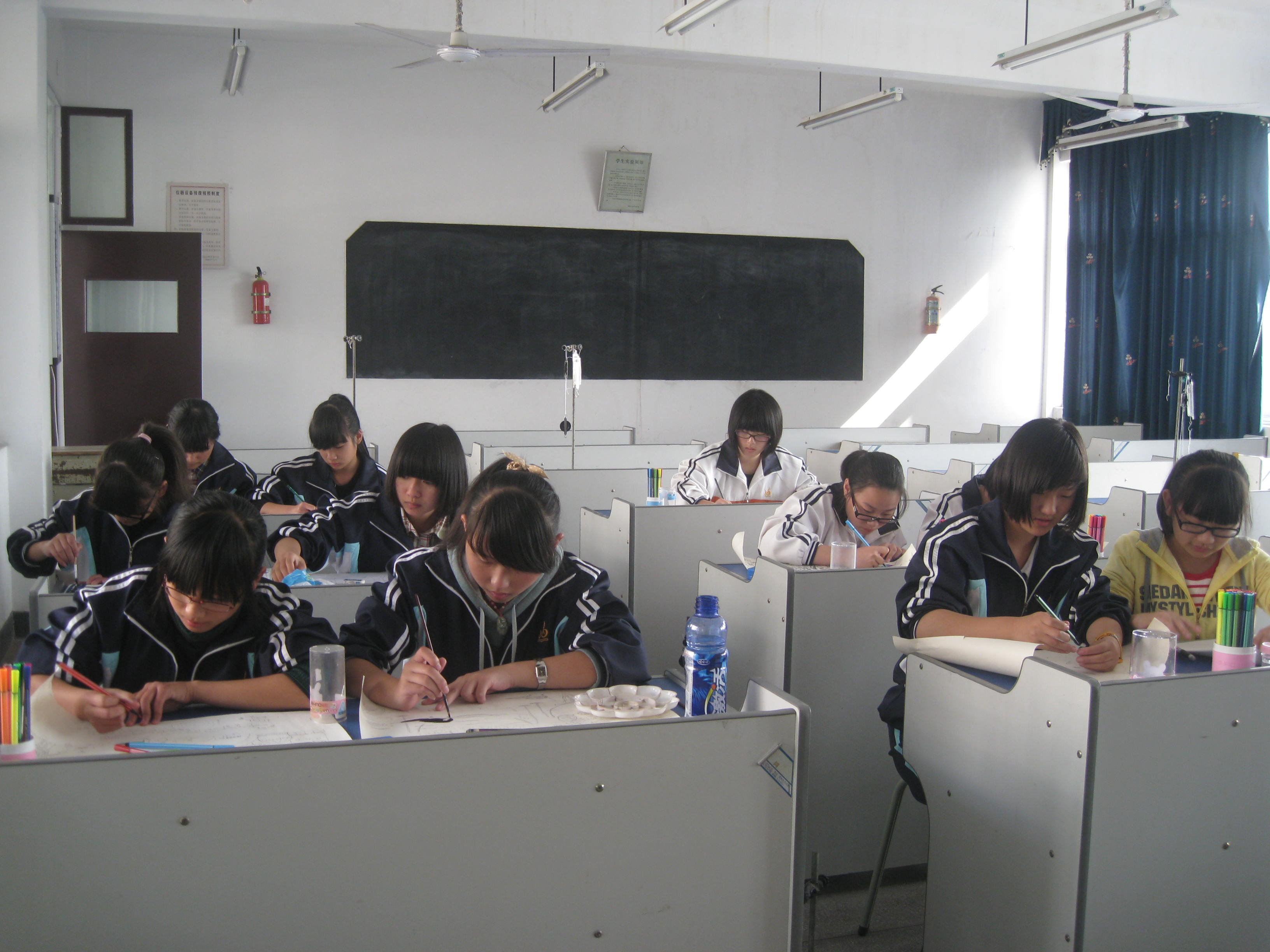 持科幻画笔 绘心中梦想 德清县士林中学科技节报道