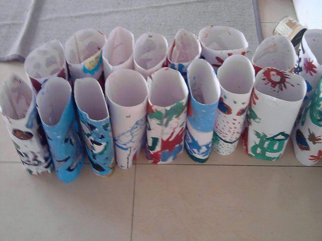 我们的玩纸活动《七彩纸筒》
