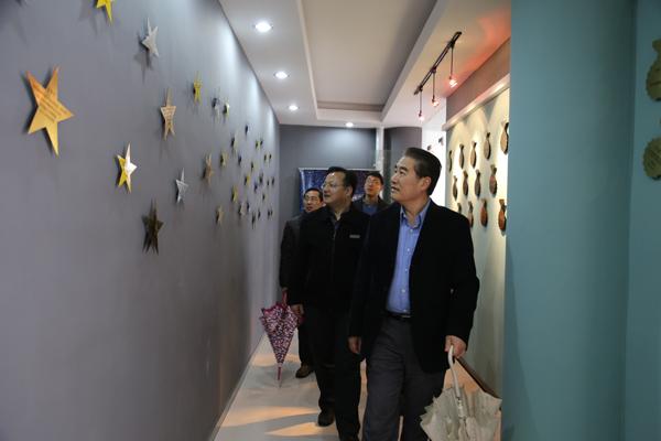 """文化,考察了大视觉中心、童装设计中心、""""和""""文化艺术长廊"""