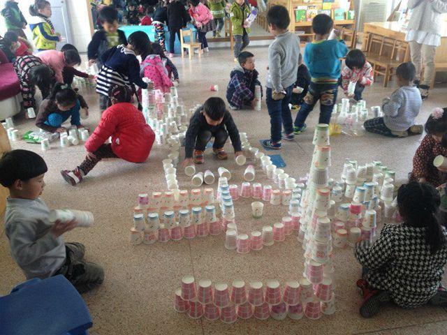 些纸杯带来幼儿园