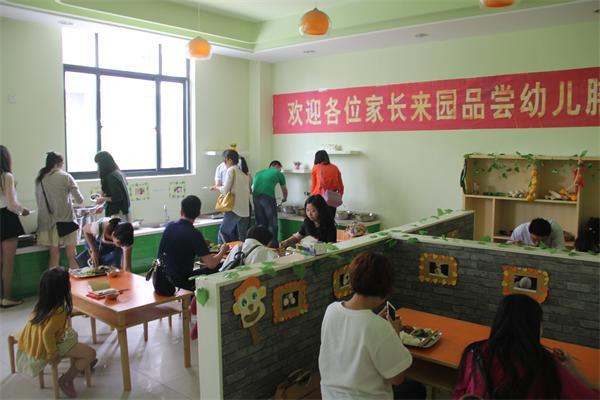 长兴县机关幼儿园全体家长委员品尝幼儿膳食