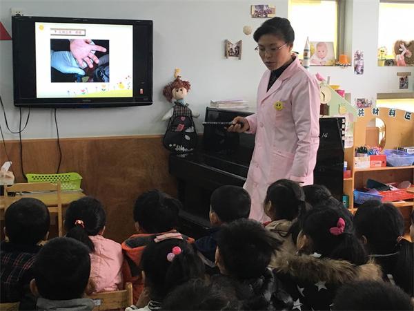 长兴县机关幼儿园:保健老师进课堂与孩子面对面交流