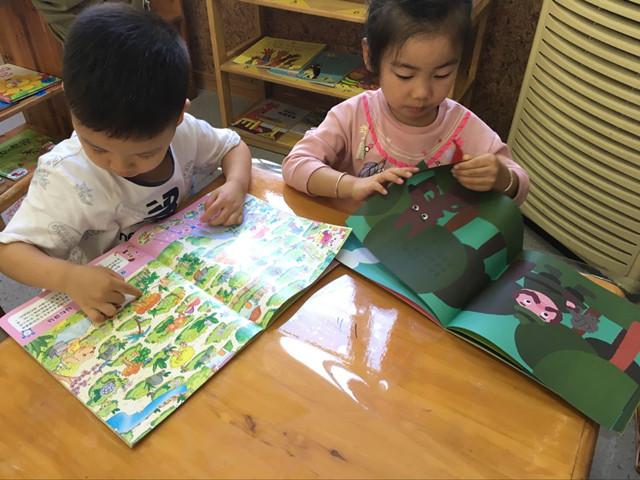 小班阅读区看书步骤