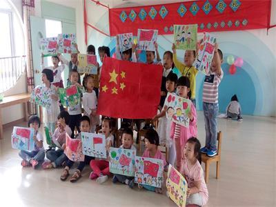 """大班组举行了""""我的中国梦"""" 亲子制作红灯笼制作活动,通过活动让幼儿"""