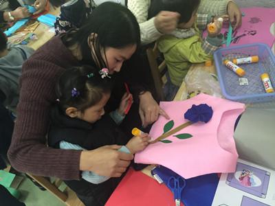 """亲子制作 创意无限---三桥幼儿园小班组""""亲子手工制作""""活动"""