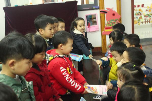 """一份特别的新年礼物——长兴县水木花都幼儿园开展"""""""