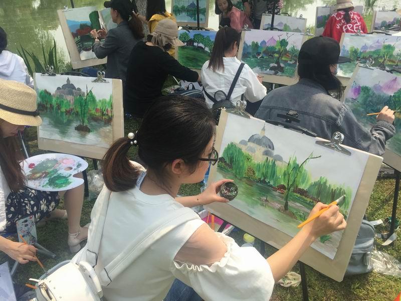 记南浔镇中心幼儿园教师户外写生活动