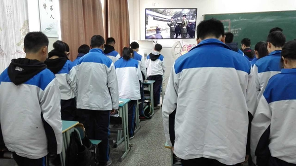 长兴县实验中学利用本周一周的时间,通过晨会,板报,宣传栏,主题班会等
