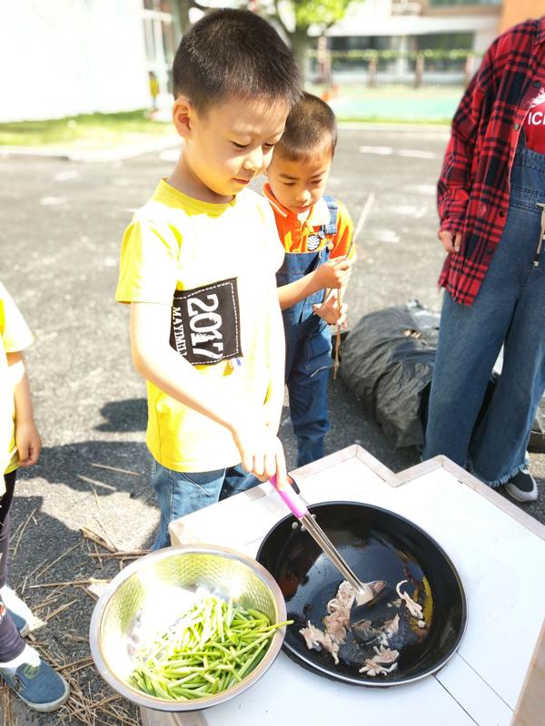 """长兴虹星桥幼儿园开展农庄课程之""""小厨师""""体验活动"""